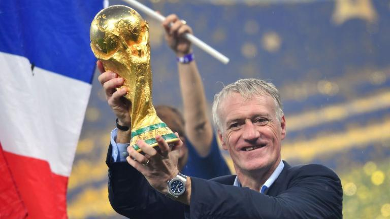 didier_deschamps_avec_la_coupe_du_monde_de_football_2018_dpaphotosthree414231-3765065