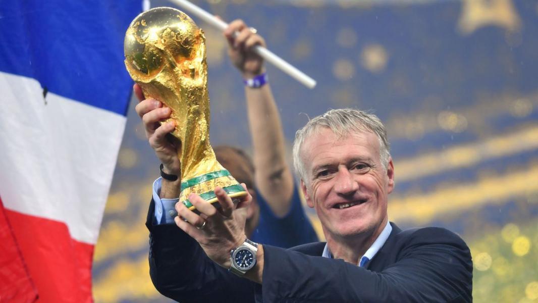 Didier deschamps avec la coupe du monde de football 2018 dpaphotosthree414231 3765065
